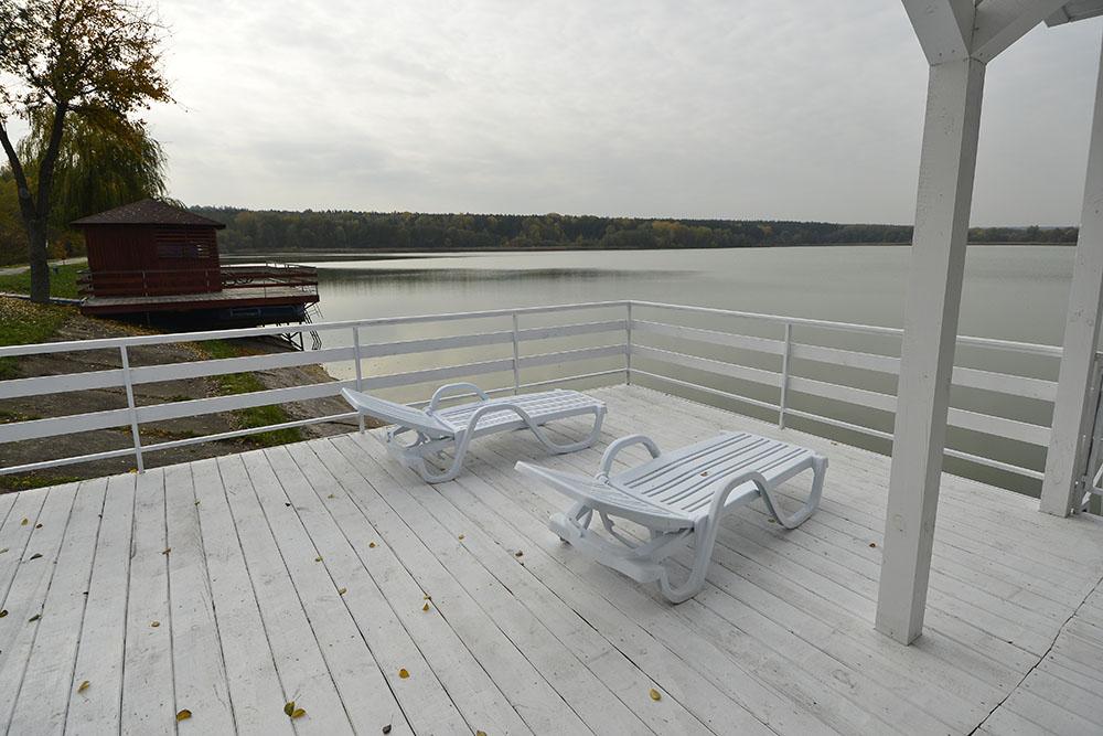 Прокат плавучих дач і будиночків для відпочинку